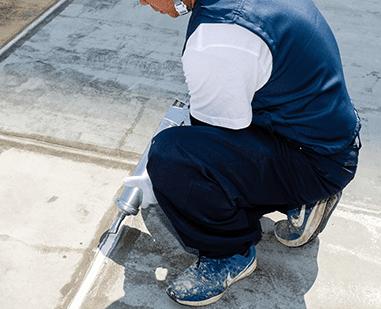 防水工事は下地補修が重要